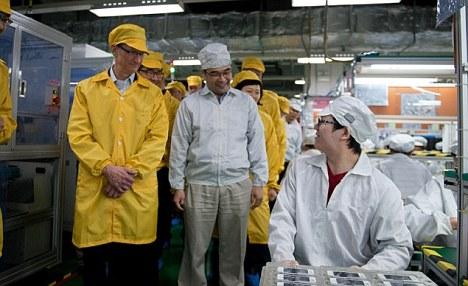 Foxconn: Apple CEO Tim Cook auf Besuch und Besichtigung der Fertigungsanlagen für das Apple iPhone, iPad und iPod.